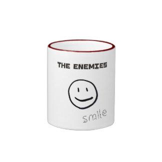 La taza del funcionario de la sonrisa de los enemi