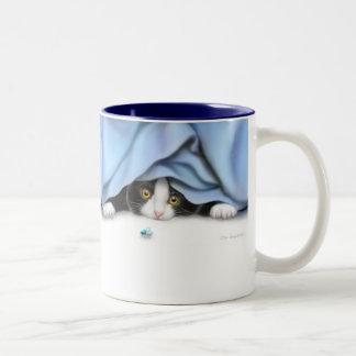 La taza del juguete del gato de vuelo