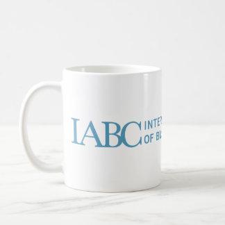 La taza del logotipo de IABC
