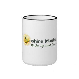 """La taza del mantra de la sol """"despierta y vive. """""""