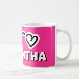 La taza del niño personalizado con el nombre para