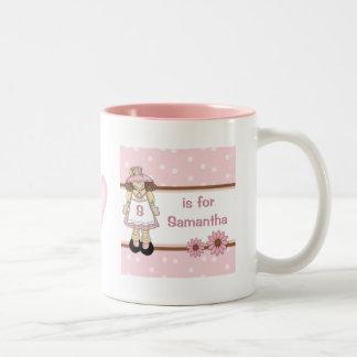 La taza del niño personalizado lunar rosado