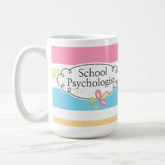 La taza del psicólogo rayado de la escuela