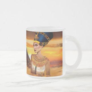 La taza egipcia de la reina Nefertiti