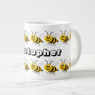 La taza grande de la abeja de la miel apenas añade