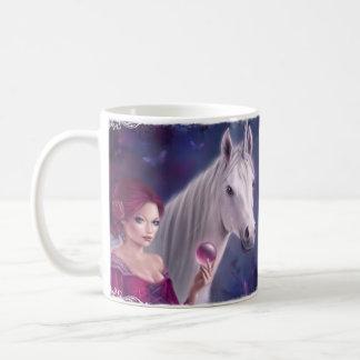 La taza mística del arte del unicornio