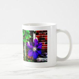 La taza púrpura de la flor