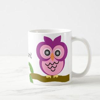 La taza púrpura del búho apenas añade nombre