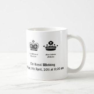 La taza real del boda con hora y la fecha del wedd