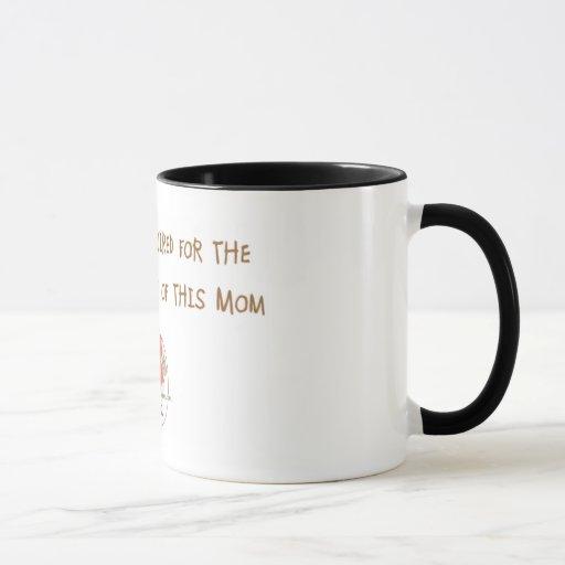 La taza requerida café de la mamá