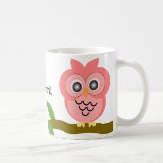 La taza rosada del búho apenas añade nombre