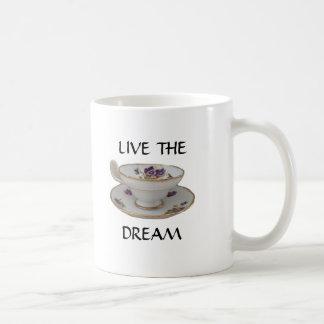 La taza vive el sueño como taza de té