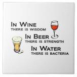 La teja o Trivet con los amantes del vino y de la