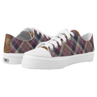 La tela escocesa púrpura ata para arriba los zapatillas