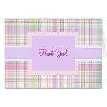 La tela escocesa púrpura rosada le agradece tarjeta