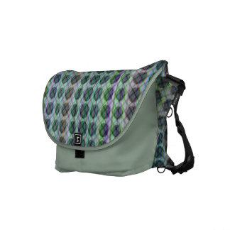 La tela escocesa verde suave puntea la bolsa de me bolsa de mensajeria