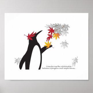 La temporada de otoño del pingüino y de las hojas póster
