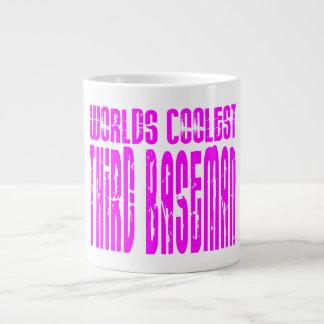La tercera base más fresca de los mundos rosados taza de café gigante