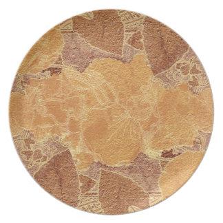 La terracota colorea el fondo plato
