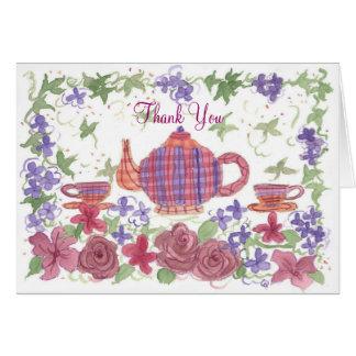 La tetera y las flores del tiempo del té le tarjeta pequeña