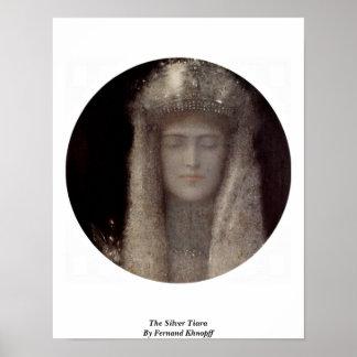 La tiara de plata de Fernand Khnopff Poster