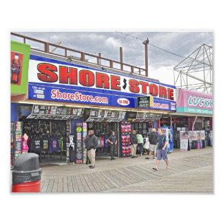 La tienda de la orilla fotografías