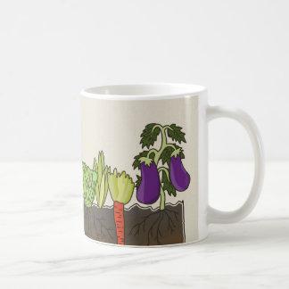 La tierra del suelo del huerto acoda la decoración taza