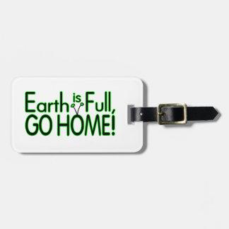 La tierra es llena así que vaya a casa etiqueta para equipaje