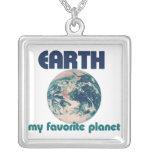 La tierra es mi planeta preferido colgantes