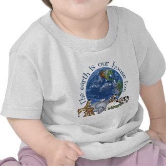 La tierra es nuestra camiseta del bebé de la casa