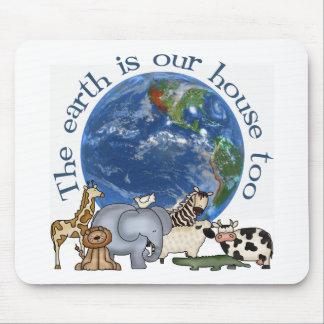 La tierra es nuestra ecología Mousepad de la casa