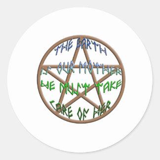 la tierra es nuestra madre pegatina redonda