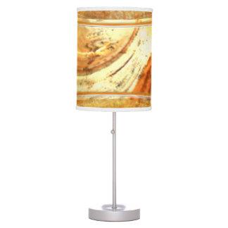 La tierra natural entona la lámpara de mesa y la