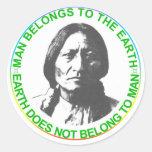 La tierra no pertenece al hombre pegatinas redondas