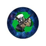 La tierra recicla reloj de pared