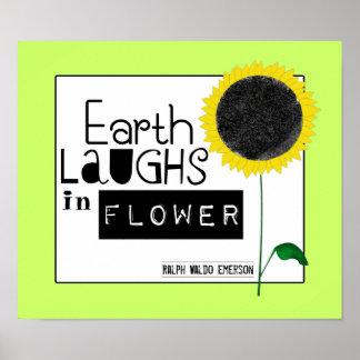 La tierra ríe en flor poster
