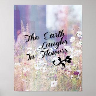 La tierra ríe en flores poster