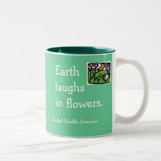 La tierra ríe en flores taza