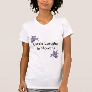 La tierra ríe en las flores - camiseta