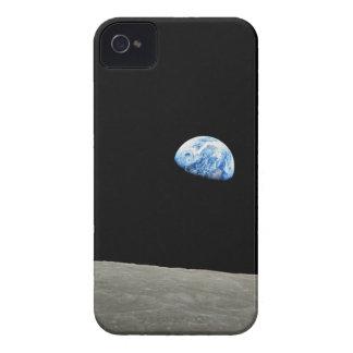 La tierra sube de la luna iPhone 4 Case-Mate cárcasa