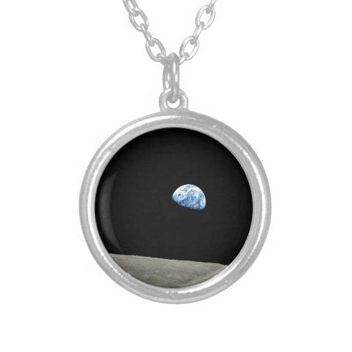 La tierra sube de la luna joyerías