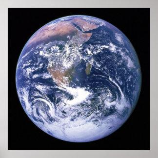 La tierra vista de Apolo 17 aka el mármol azul Poster