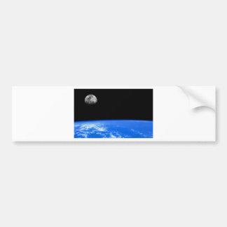 La tierra y la luna etiqueta de parachoque