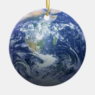 La tierra y la luna - efecto 3D - ven ambos lados Adorno Redondo De Cerámica