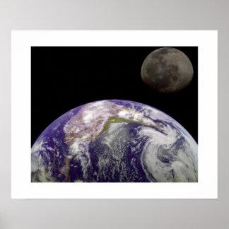 La tierra y la luna posters