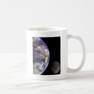 La tierra y la luna taza de café