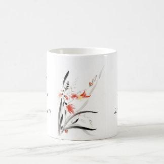 La tinta china oriental clásica del sumi-e florece taza clásica