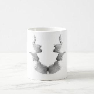 La tinta de la prueba de Rorschach borra caras de Taza Clásica