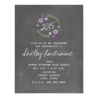 La tiza inspiró la graduación floral púrpura 2015 invitación 10,8 x 13,9 cm