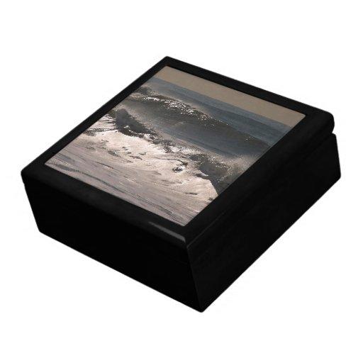 La tormenta del océano agita la caja de regalo